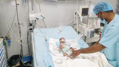 تدخل أطباء KSRelief في الوقت المناسب ينقذ حياة الرضيع اليمني