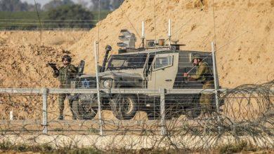 Photo of إسرائيل تطلق النار على فلسطيني القي بالقنابل اليدوية على الحدود
