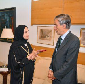 أندرو موريسون (إلى اليمين) ، وزير الدولة في وزارة التنمية الدولية ووزير الشرق الأوسط في وزارة الخارجي