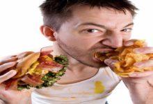 Photo of تناول الوجبات الخفيفة في وقت متأخر من الليل قد يضر بشرتك