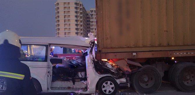 مقتل ثمانية في حادث تحطم طريق في الإمارات