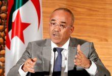 Photo of رئيس الوزراء الجزائري يستقيل ويمهد الطريق للتصويت بعد احتجاجات طويلة