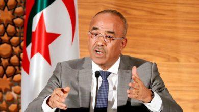 رئيس الوزراء الجزائري يستقيل ويمهد الطريق للتصويت بعد احتجاجات طويلة