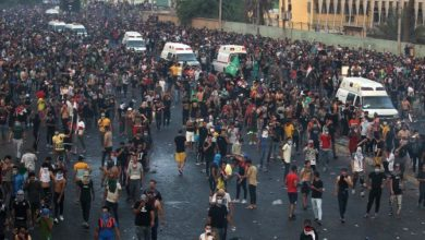 صورة ارتفاع عدد القتلى مع استئناف الاحتجاجات في العراق رغم حظر التجول