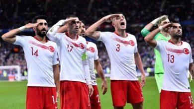 Photo of تركيا تدافع عن لاعبي كرة القدم الذين يحيون الجنود