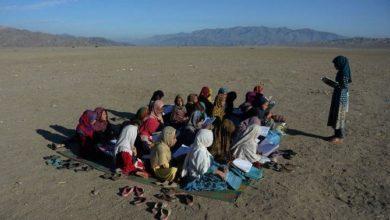 Photo of مسؤول أفغاني يقول إن سيارة مفخخة أصابت عشرات الأطفال في الشرق