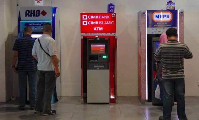 الإيرانيون في ماليزيا يقولون إن البنوك تغلق حساباتها بسبب العقوبات الأمريكية