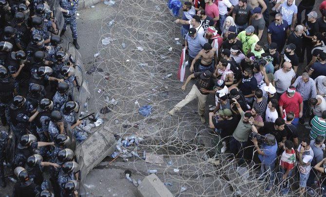 المئات يتجمعون في لبنان للاحتجاجات الجديدة