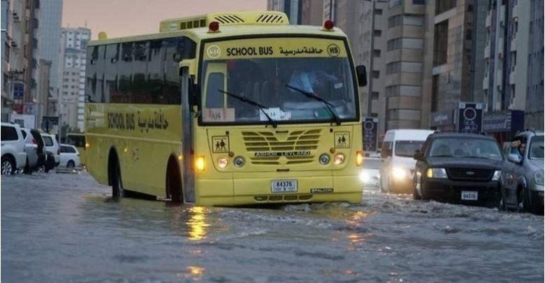 الأمطار الغزيرة تغلق بعض المدارس في الإمارات