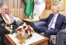 Photo of رئيس رابطة العالم الإسلامي، توني بلير، يناقش طرق مكافحة الجهل والفقر