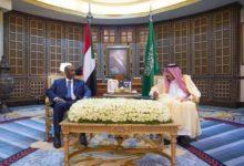 الملك سلمان يستقبل رئيس السودان ورئيس الوزراء خلال جولته الخليجية