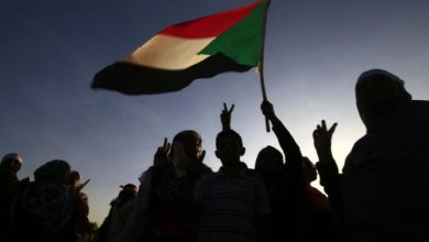 Photo of مئات النساء السودانيات يتظاهرات ضد العنف