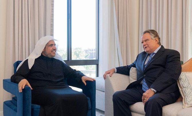 تكريم رئيس رابطة العالم الإسلامي في الولايات المتحدة لتعزيز السلام والوئام العالمي