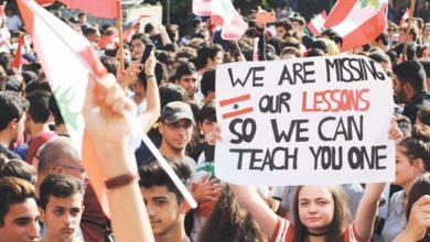 Photo of طلاب لبنانيون ينضمون إلى احتجاجات بيروت