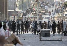 """Photo of عشرات الجرحى أثناء اشتباك قوات الأمن العراقية مع المتظاهرين في """"معركة الجسور"""""""