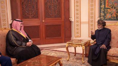 Photo of نائب وزير الدفاع السعودي يلتقي حاكم عمان