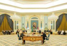 سلطنة عمان والإمارات العربية المتحدة تشيد بالمملكة العربية السعودية للتوصل إلى اتفاق بين الأطراف اليمنية