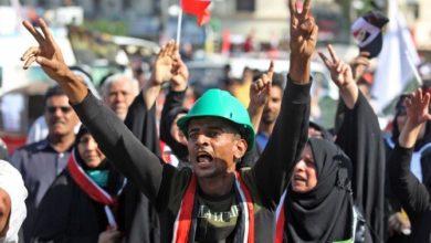 Photo of مسؤولون عراقيون: المتظاهرون يتجهون نحو المنطقة الخضراء ببغداد