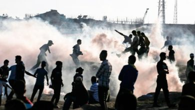 صورة الغارات الجوية الإسرائيلية الانتقامية تقتل فلسطينيين وتجرح 2