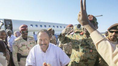 Photo of رئيس وزراء السودان يتحدث عن السلام في أول رحلة إلى دارفور