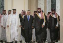 Photo of الحكومة اليمنية والانفصاليون يوقعون اتفاق تقاسم السلطة في الرياض