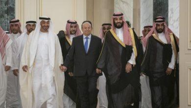 الحكومة اليمنية والانفصاليون يوقعون اتفاق تقاسم السلطة في الرياض