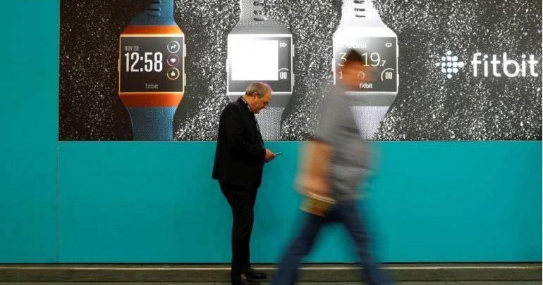"""جوجل تشتري شركة الساعات الذكية """"فيتبيت"""" مقابل 2.1 مليار دولار، وستحاول التنافس مع Apple Watch"""