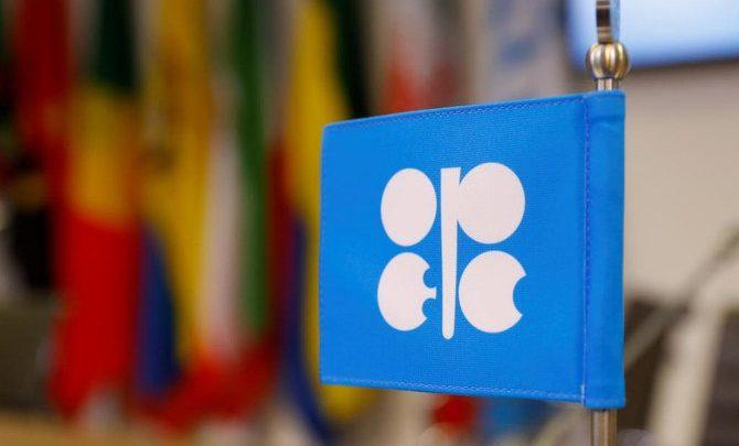 النفط يرتفع أكثر من 1٪ على أمل تخفيضات أوبك العميقة ونمو المصانع الصينية