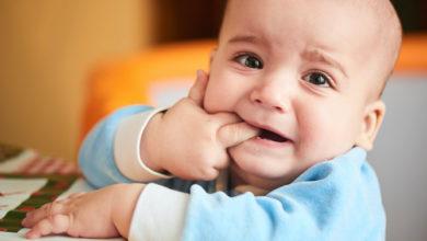 حديث الطفل: علامات وأعراض التسنين وكيفية التعامل معه