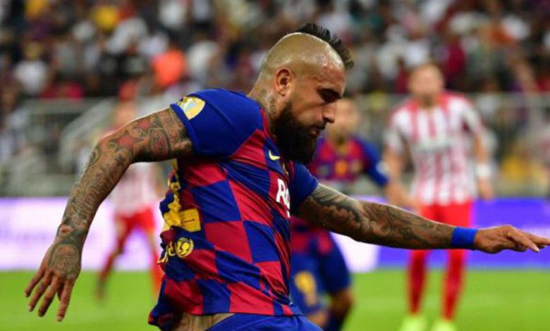 ارتورو فيدال يعود إلى فريق برشلونة للمشاركة في مباراة أتلتيك بلباو