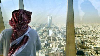 الشركات السعودية تطلب من الموظفين العمل من المنزل