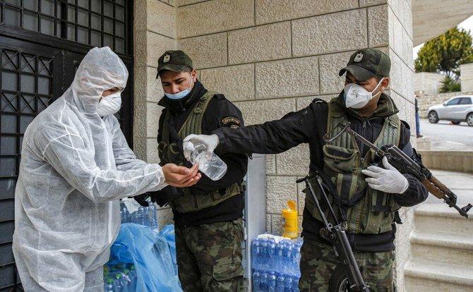 دول الشرق الأوسط تغلق الحدود لاحتواء الفيروس التاجي مع تفاقم الوباء العالمي