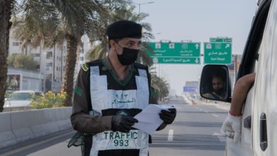Photo of الشرطة السعودية تلقي القبض على رجل انتهك حظر التجول بعد نشر فيديو حلاقة