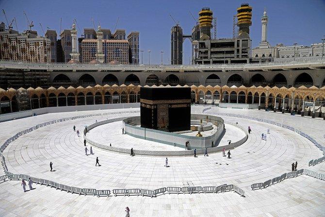 السعودية تعلق الصلاة في الحرمين الشريفين في رمضان
