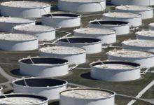 Photo of النفط يصل إلى أدنى مستوياته في عقدين من الزمن بسبب انخفاض الطلب، ومشاكل التخزين