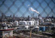 Photo of هل أنهى الفيروس التاجي عصر هيمنة النفط الأمريكي؟