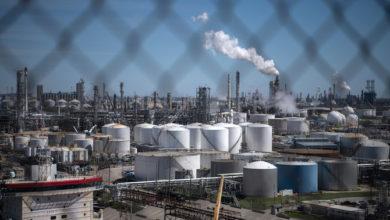صورة هل أنهى الفيروس التاجي عصر هيمنة النفط الأمريكي؟