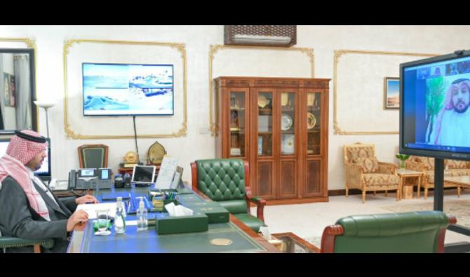 محافظ سعودي يراجع الإجراءات الوقائية من فيروس كورونا في منطقة الحدود الشمالية