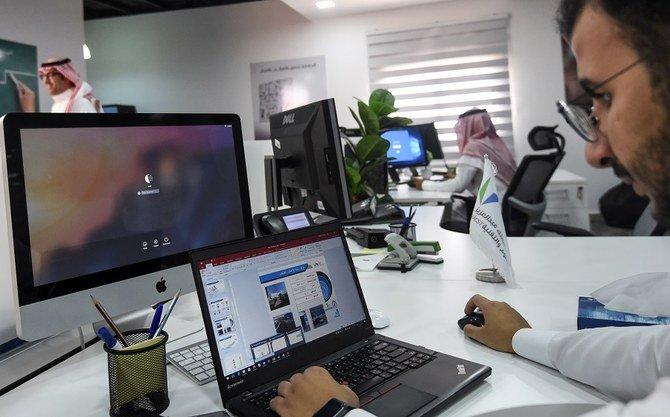 320 مليون دولار من الدعم المالي للموظفين السعوديين في القطاع الخاص
