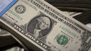 صورة انخفاض كبير على قيمة الليرة السورية مقابل الدولار الامريكي بنسبة 40%