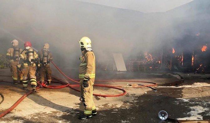 حريق كبير يندلع في مصنع بالقرب من العاصمة الإيرانية