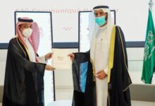 Photo of الملك سلمان يتسلم البيان الختامي لقمة المجموعة العلمية