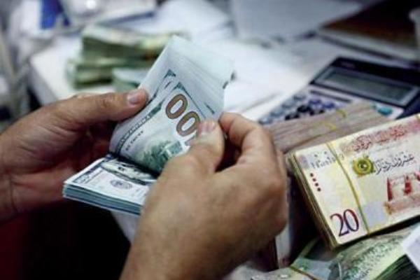 انخفاض سعر الدولار مقابل الدينار الليبي